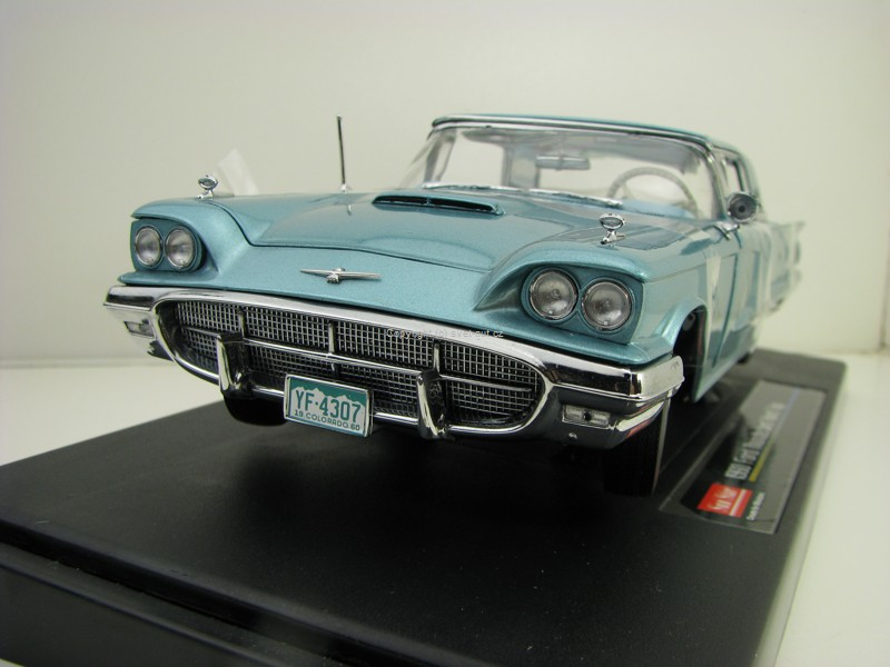 Ford Thunderbird Hard Top 1960 Blue 1:18 Sunstar 4307